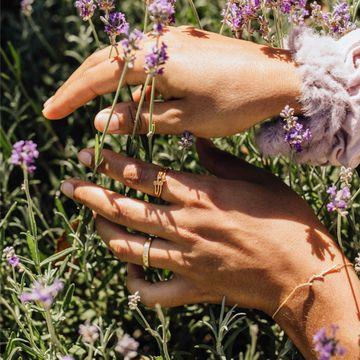 In dreams of lavender fields, dancing in the summer sun, is where I always find her.. 🌿🌞 ___  #DiamondRing #RingGoals #ShowMeYourRings #RingBling #RingOfTheDay #Lavender #DiamondsFromAntwerp #SustainableJewellery #EverydayJewellery