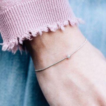 Firsts are always exciting, like getting your first piece of diamond jewellery; our First diamond bracelet is a perfect match to get you started - you're in the big league now. ✌🏼💎 __  #ArmCandy #BraceletStack #WristParty #BraceletOfTheDay #FineBracelet #MinimalistJewelry #IkKoopBelgisch #FineJewellery #WhiteDiamonds #DiamondJewellery 