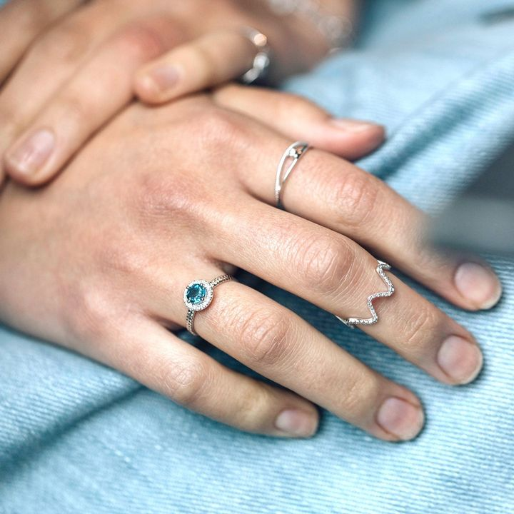 Feeling good & blue-tiful today, wearing our Diamond Aurora ring.. 💙 __  #LondonBlueTopaz #SimpleAndPure #DiamondRing #RingGoals #ShowMeYourRing #Ringstagram #DiamondsForEveryone #DiamondsFromAntwerp #IkKoopAntwerps #Ringspiration