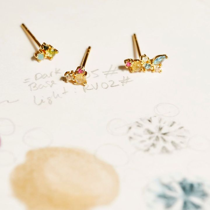 La Palette earrings, Charlie's Angels and the Three Musketeers. What do these have in common? They come in threes.